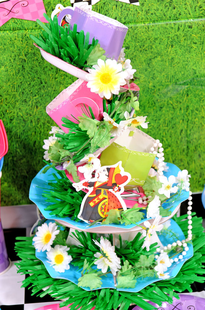 Alice-in-Wonderland-DIY-Centerpiece