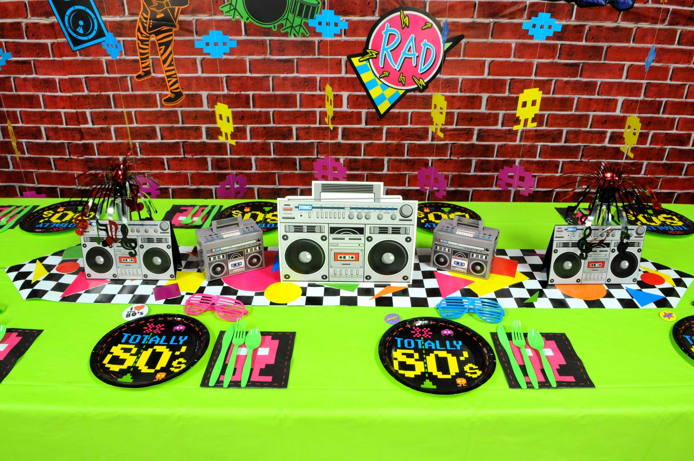 80s-Table-Setup