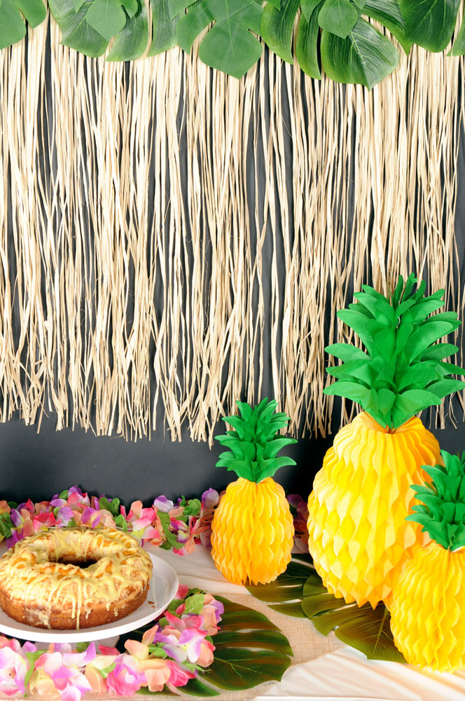 Palm Leaves & Pineapples Decorations